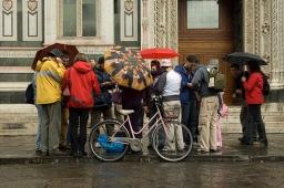 duomo-tourists-9x13