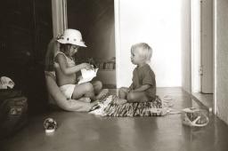 kids-in-santorini