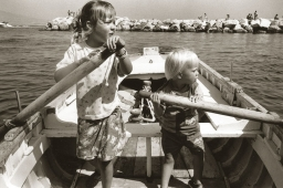 kids-rowing-in-naples