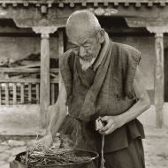 lighting-incense-tibet