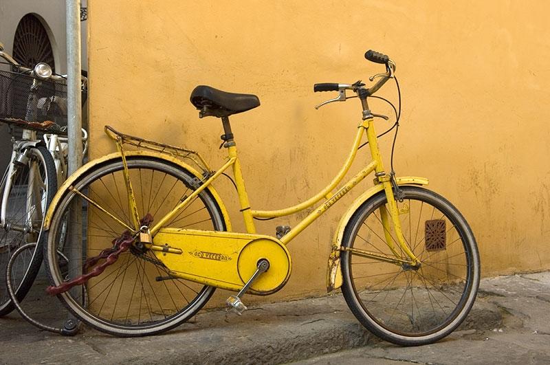 yellow-on-corner-9x13