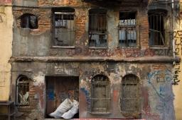 graffitti-house-in-ruin